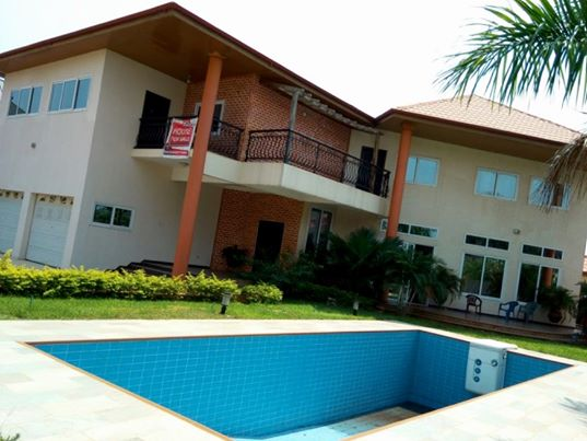 5 bedroom house with swimming pool for sale at trasacco for Houses with swimming pools inside for sale