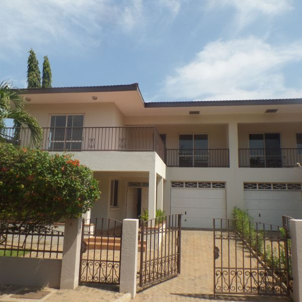 3 Bedroom Places For Rent: 3 Bedroom Townhouse For Rent In Cantonments, Accra